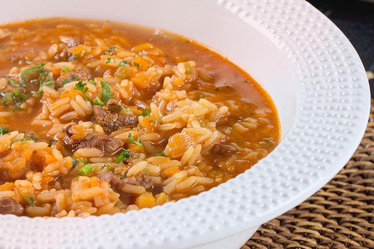 Guiso de arroz con carne de vacuno for Como cocinar 5 kilos de arroz