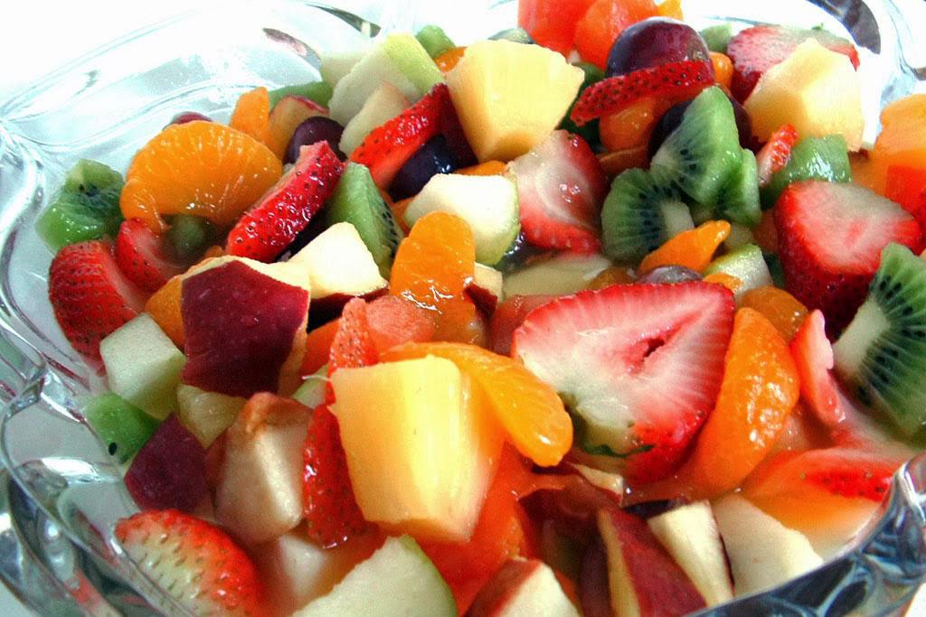 Ensalada de frutas macedonia o c ctel de frutas - Como hacer coctel de frutas ...