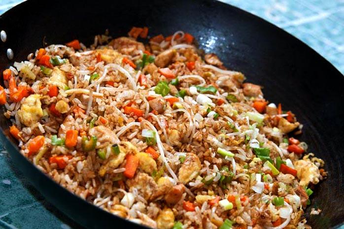 Arroz Frito Chino Cantonés Con Pollo Y Camarones
